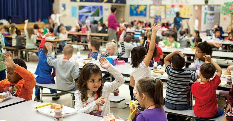 Photo of Programy bezplatných obědů pro potřebné školáky jsou roztříštěné, přicházíme o důležitá data