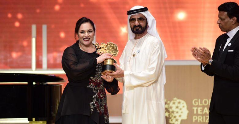 Photo of Cenu nejlepšího učitele světa vyhrála Britka, domů si po ceremonii odveze výhru milion liber