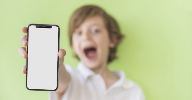 Photo of Kdy dítěti koupit první mobilní telefon?