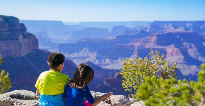 Photo of Worldschooling: když rodiče rezignují na školní třídu a místo toho vyrazí sdětmi do světa