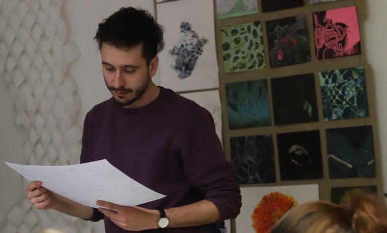 Photo of Mladí si zaslouží vidět, že jejich práce může nést ovoce, říká básník Ondřej Hrabal o mentorské zkušenosti na ZUŠ