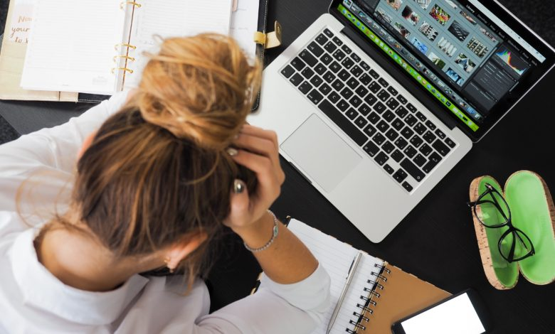Photo of Zavřené střední školy z pohledu práva: Sedět nad úkoly, nebo si lze užívat prázdniny?