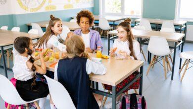 Photo of V australských školách starší pomáhají mladším